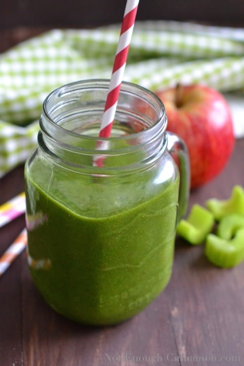 Morning Green Smoothie - notenoughcinnamon.com @NECinnamon