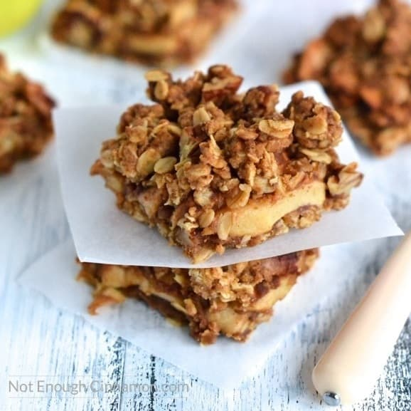 Everything your need to know about coconut sugar - {Healthier} Apple Pie Oatmeal Bars