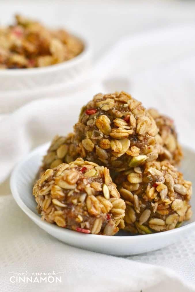 Healthy No Bake Energy Granola Bites. Super easy to make. Vegan and Gluten Free